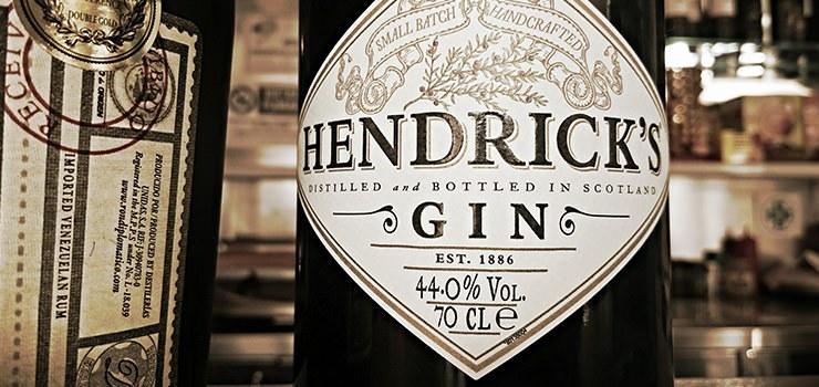 Stort udvalg i kendte gin mærker som fx Hendricks, Bombay Sapphire, Old English Gin og Geranium
